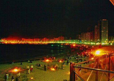 Hogueras_de_San_Juan_en_la_playa_de_Riazor_-_panoramio