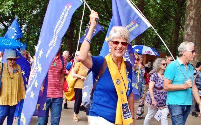 Una británica lidera un movimiento contra el brexit desde Alcossebre