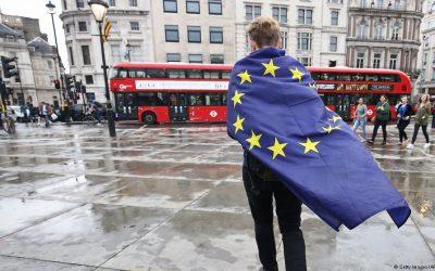 """Expatriados britânicos na Europa iniciam processo legal contra o """"Brexit""""."""